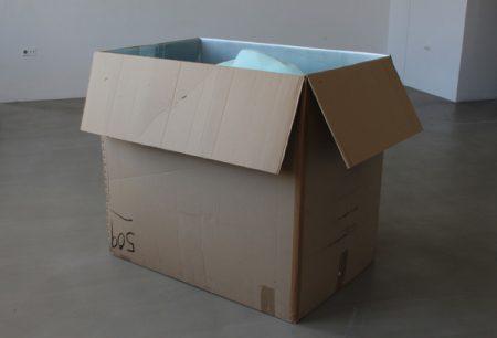 Christiane-Rasch, Ohne-Titel,-2016,-gebrauchter-Karton,-Gips,-Farbe,-150-x-120-x-112-cm