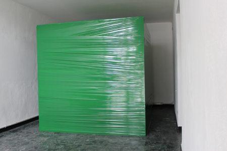 Ohne Titel, 2012, Stretchfolie, Holz, 200 x 200 x 200 cm